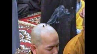 Lai lịch về những chấm tròn trên đầu các nhà sư