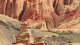 Bí ẩn những ngôi đền bằng hang động trên vách đá ở Tây Tạng - Thuyết minh