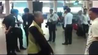 Thầy chùa chửi bậy ở sân bay tân sơn nhất Full